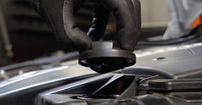 Substituição de MERCEDES-BENZ C-CLASS C 200 1.8 Kompressor (203.042) Filtro de Óleo: guias online e tutoriais em vídeo
