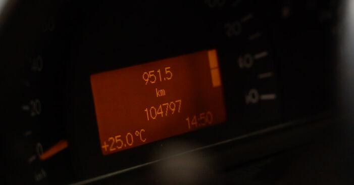 A substituição do Filtro de Óleo no MERCEDES-BENZ Classe C Sedan (W203) C 220 CDI 2.2 (203.008) 2006 não é mais um problema com o nosso tutorial passo a passo.