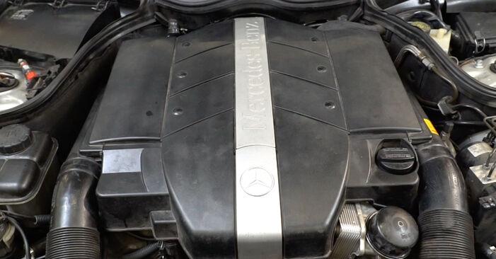 Como substituir MERCEDES-BENZ Classe C Sedan (W203) C 220 CDI 2.2 (203.006) 2001 Filtro de Óleo - manuais e guias de vídeo passo a passo