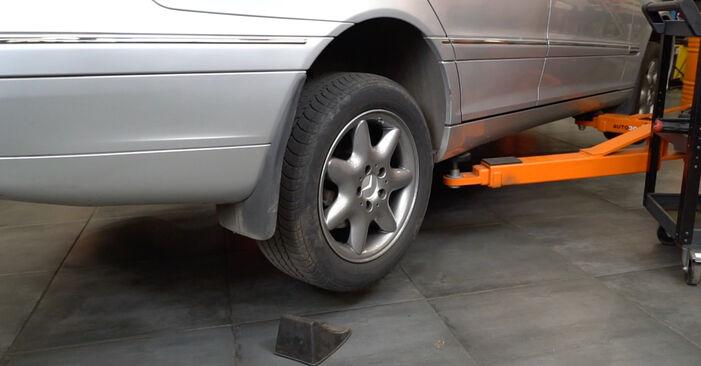 Wie Querlenker MERCEDES-BENZ C-Klasse Limousine (W203) C 180 1.8 Kompressor (203.046) 2001 austauschen - Schrittweise Handbücher und Videoanleitungen