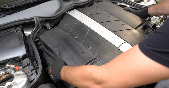 Zündkerzen Ihres Mercedes W203 C 200 1.8 Kompressor (203.042) 2000 selbst Wechsel - Gratis Tutorial