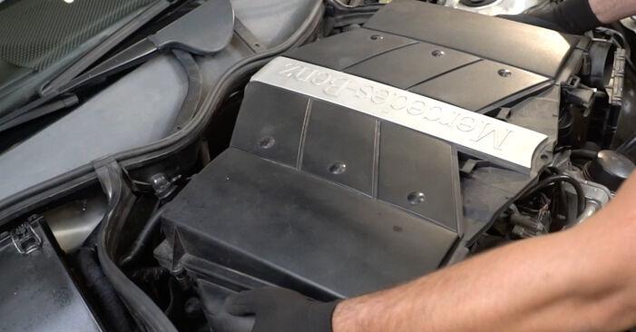 Zündkerzen am MERCEDES-BENZ C-Klasse Limousine (W203) C 270 CDI 2.7 (203.016) 2005 wechseln – Laden Sie sich PDF-Handbücher und Videoanleitungen herunter