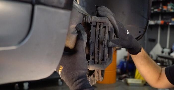 Austauschen Anleitung Bremsbeläge am Audi A4 B6 Avant 2000 1.9 TDI selbst