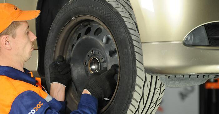 Kaip pakeisti BMW 3 Sedanas (E90) 2008 Pasukimo trauklė - patarimai ir gudrybės