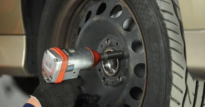 BMW E90 320i 2.0 2006 Pasukimo trauklė keitimas: nemokamos remonto instrukcijos