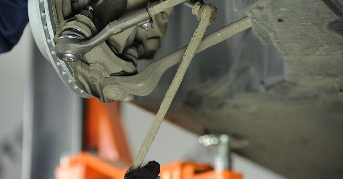 Ar sudėtinga pasidaryti pačiam: BMW E90 325d 3.0 2010 Pasukimo trauklė keitimas - atsisiųskite iliustruotą instrukciją
