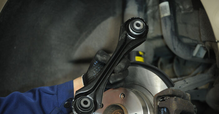 BMW 3 SERIES 318d 2.0 Querlenker ausbauen: Anweisungen und Video-Tutorials online