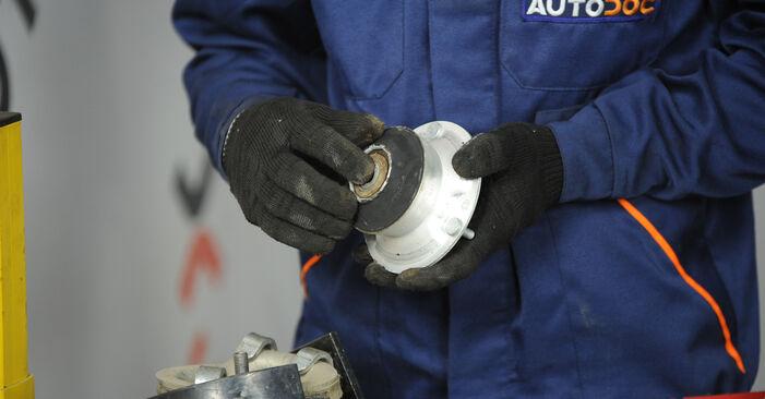 Wie schwer ist es, selbst zu reparieren: Domlager BMW E90 325d 3.0 2007 Tausch - Downloaden Sie sich illustrierte Anleitungen