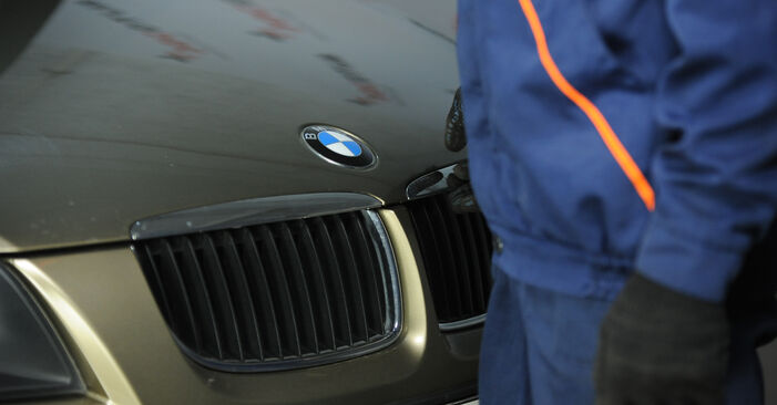 Tausch Tutorial Domlager am BMW 3 Limousine (E90) 2003 wechselt - Tipps und Tricks