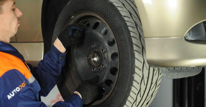 Wechseln Domlager am BMW 3 Limousine (E90) 318i 2.0 2004 selber