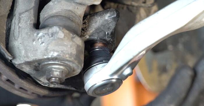 Tausch Tutorial Querlenker am AUDI A4 Limousine (8EC, B7) 2006 wechselt - Tipps und Tricks