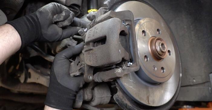 Wie AUDI A4 2.0 2008 Bremsbeläge ausbauen - Einfach zu verstehende Anleitungen online