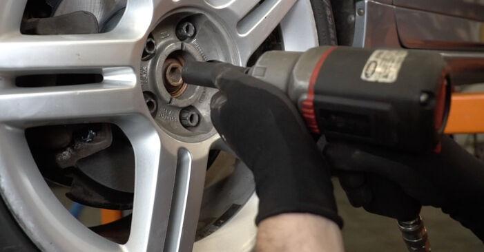 AUDI A4 2.0 TDI 16V Bremsbeläge ausbauen: Anweisungen und Video-Tutorials online