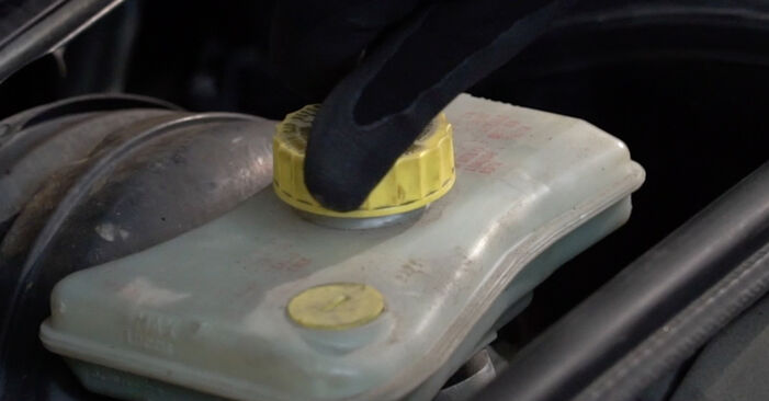 Tausch Tutorial Bremsbeläge am AUDI A4 Limousine (8EC, B7) 2006 wechselt - Tipps und Tricks