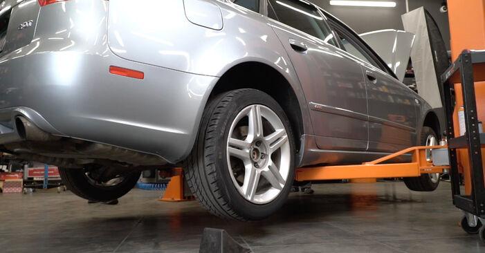 Wechseln Bremsbeläge am AUDI A4 Limousine (8EC, B7) 2.0 TFSI quattro 2007 selber