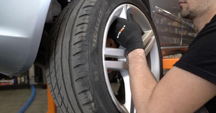 Bremsbeläge am AUDI A4 Limousine (8EC, B7) 1.8 T 2004 wechseln – Laden Sie sich PDF-Handbücher und Videoanleitungen herunter