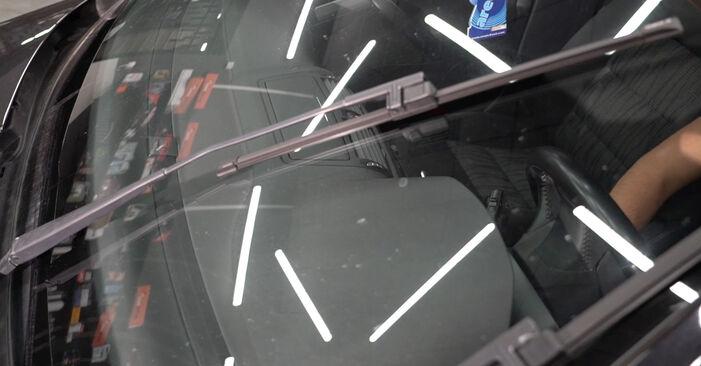 Wie Scheibenwischer SKODA Octavia II Combi (1Z5) 1.6 TDI 2005 austauschen - Schrittweise Handbücher und Videoanleitungen