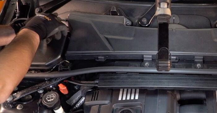 BMW 3 SERIES 335i 3.0 Innenraumfilter ausbauen: Anweisungen und Video-Tutorials online