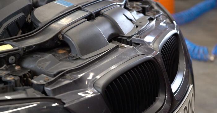 Austauschen Anleitung Innenraumfilter am BMW E92 2006 335i 3.0 selbst