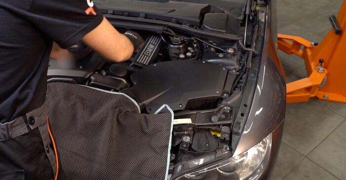 Wie Innenraumfilter BMW 3 Coupe (E92) 320d 2.0 2006 austauschen - Schrittweise Handbücher und Videoanleitungen