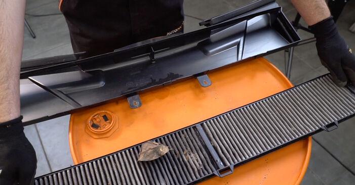 Innenraumfilter am BMW 3 Coupe (E92) M3 4.0 2010 wechseln – Laden Sie sich PDF-Handbücher und Videoanleitungen herunter