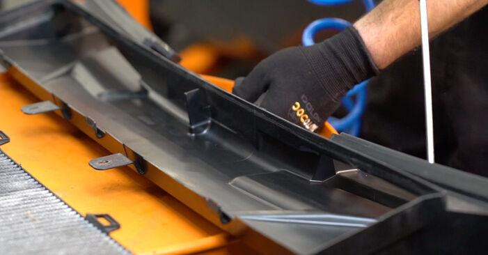 Wie schwer ist es, selbst zu reparieren: Innenraumfilter BMW E92 320i 2.0 2011 Tausch - Downloaden Sie sich illustrierte Anleitungen