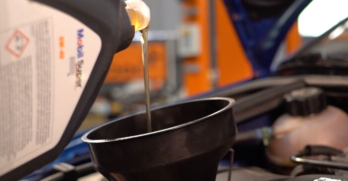 Wie schwer ist es, selbst zu reparieren: Ölfilter Peugeot 206 CC 1.6 HDi 110 2006 Tausch - Downloaden Sie sich illustrierte Anleitungen