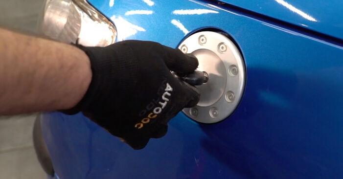 Tausch Tutorial Kraftstofffilter am PEUGEOT 206 CC (2D) 2010 wechselt - Tipps und Tricks