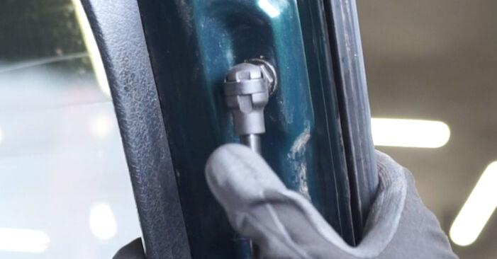 Zweckdienliche Tipps zum Austausch von Heckklappendämpfer beim AUDI A6 Avant (4B5, C5) 2.4 2002