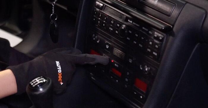 Innenraumfilter am AUDI A6 Avant (4B5, C5) S6 4.2 quattro 2002 wechseln – Laden Sie sich PDF-Handbücher und Videoanleitungen herunter