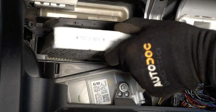 Wechseln Innenraumfilter am TOYOTA AURIS (NRE15_, ZZE15_, ADE15_, ZRE15_, NDE15_) 1.8 Hybrid (ZWE150_) 2009 selber