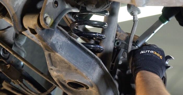 Recommandations étape par étape pour remplacer soi-même Mercedes W210 1999 E 320 CDI 3.2 (210.026) Biellette De Barre Stabilisatrice