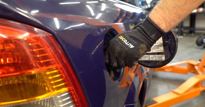 Hvordan skifte Drivstoffilter på Opel Astra g f48 1998 – gratis PDF- og videoveiledninger