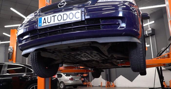 Bytte Astra G CC (T98) 1.7 DTI 16V (F08, F48) 2009 Drivstoffilter – gjør det selv med vår veiledning