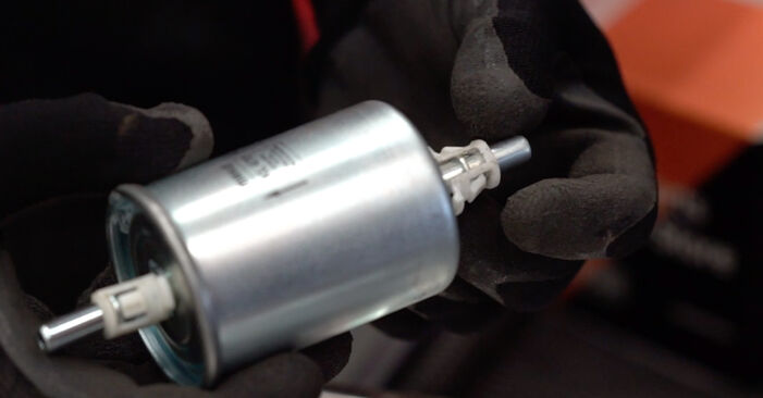 Hvordan skifte OPEL ASTRA 2005 Drivstoffilter trinn–for–trinn veiledning