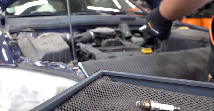 Wie lange braucht der Teilewechsel: Zündkerzen am Opel Astra G CC 2006 - Einlässliche PDF-Wegleitung