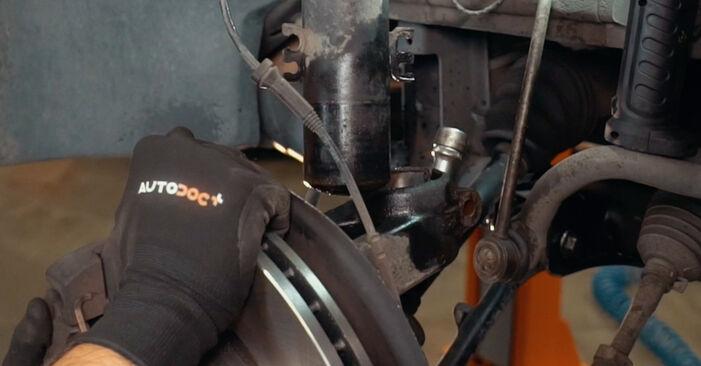 BMW X3 3.0 sd 2007 Toronycsapágy eltávolítás - online könnyen követhető utasítások