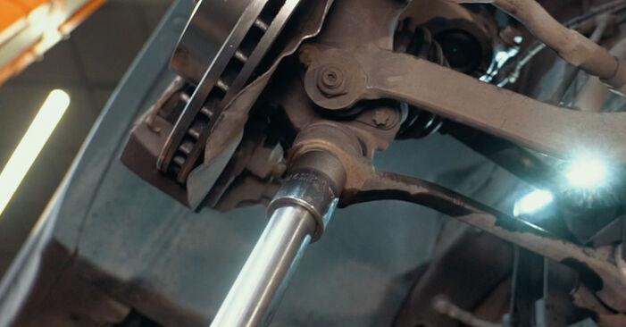 Mennyi ideig tart a csere: Toronycsapágy BMW X3 E83 2011 - tájékoztató PDF útmutató