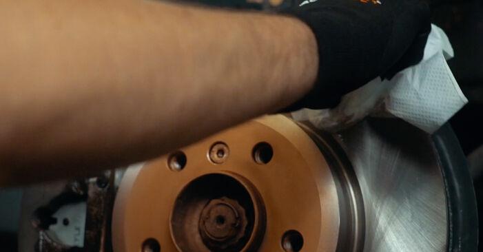 Mennyire nehéz önállóan elvégezni: BMW X3 E83 2.0 i 2009 Toronycsapágy cseréje - töltse le az ábrákat tartalmazó útmutatót