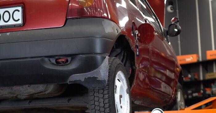 Recommandations étape par étape pour remplacer soi-même Twingo c06 2006 1.2 Filtre à Carburant