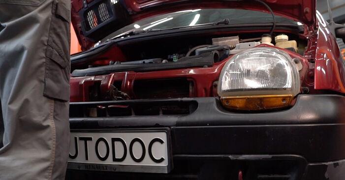 Wie Zündkerzen Renault Twingo Mk1 1.2 1993 tauschen - Kostenlose PDF- und Videoanleitungen