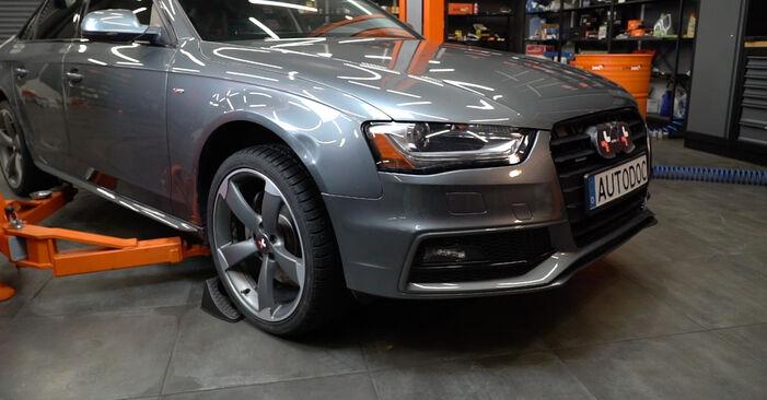 Hur byta Torkarblad på Audi A4 B8 Sedan 2007 – gratis PDF- och videomanualer