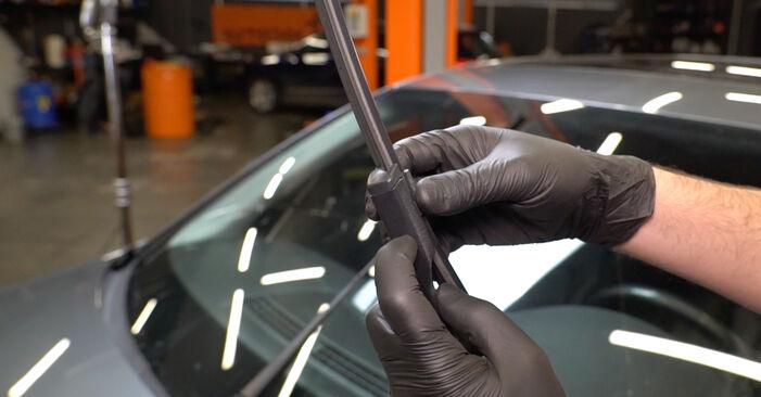 Så tar du bort AUDI A4 S4 3.0 quattro 2011 Torkarblad – instruktioner som är enkla att följa online