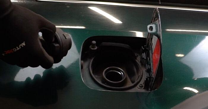 Wie Kraftstofffilter AUDI A6 Avant (4B5, C5) 1.9 TDI 1998 austauschen - Schrittweise Handbücher und Videoanleitungen