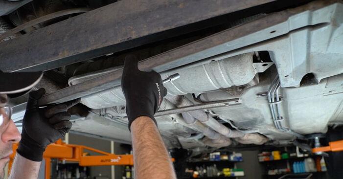 Wie AUDI A6 1.8 T 2001 Kraftstofffilter ausbauen - Einfach zu verstehende Anleitungen online