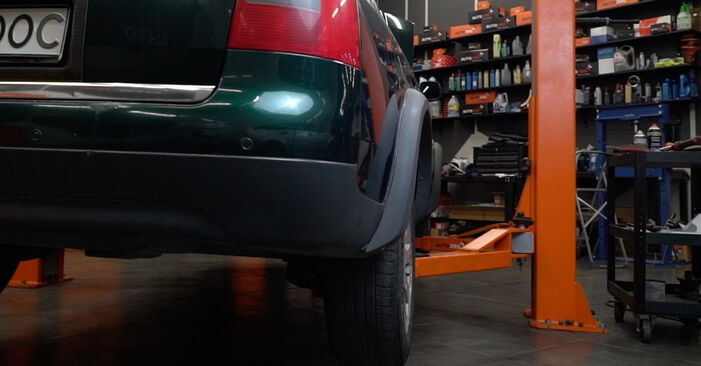 Kraftstofffilter Audi A6 C5 Avant 2.4 1999 wechseln: Kostenlose Reparaturhandbücher