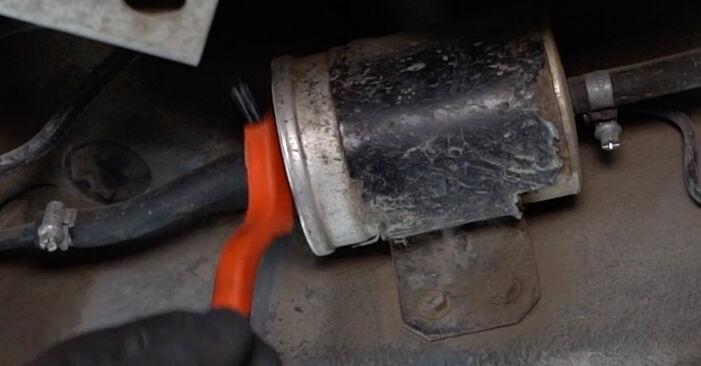 Wie schwer ist es, selbst zu reparieren: Kraftstofffilter Audi A6 C5 Avant 1.8 T quattro 2003 Tausch - Downloaden Sie sich illustrierte Anleitungen