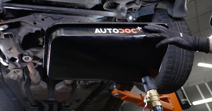Jak odstranit AUDI A6 1.8 T 2001 Olejovy filtr - online jednoduché instrukce