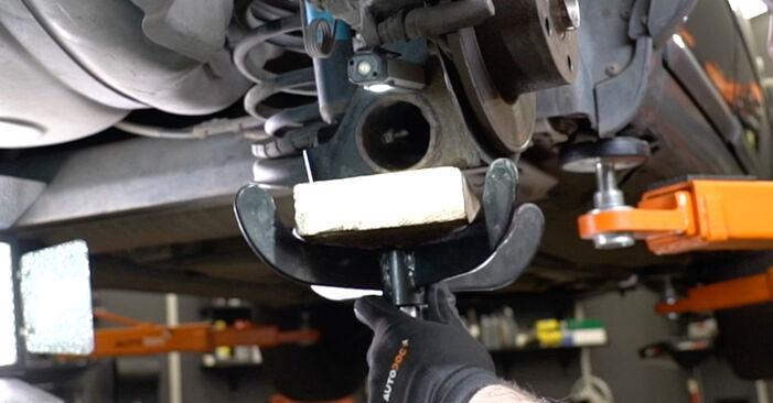 Wie problematisch ist es, selber zu reparieren: Stoßdämpfer beim Audi A6 C5 Avant 1.8 T quattro 2003 auswechseln – Downloaden Sie sich bebilderte Tutorials