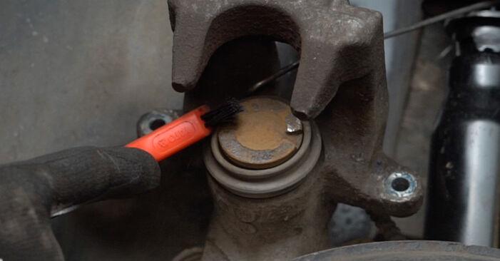 Wechseln Bremsscheiben am AUDI A6 Avant (4B5, C5) 2.5 TDI 2000 selber